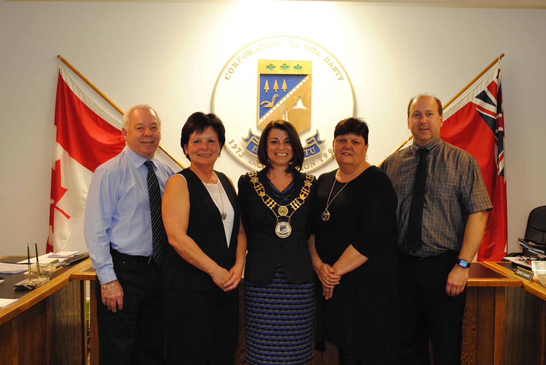 De gauche à droite : Roger Lachance, conseiller, Angèle Beauvais, conseillère, Johanne Baril, mairesse, Carole Lessard, conseillère, Alain Tremblay, conseiller